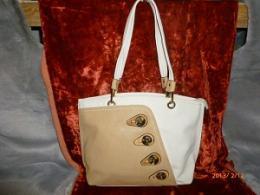 Если Вы ищите, где купить качественные и модные сумки из кожзама в Новосибирске, тогда лучшим решением станет посещение нашего интернет-магазина, где в огромном ассортименте представлены богатые коллекции сумок из кожзама.